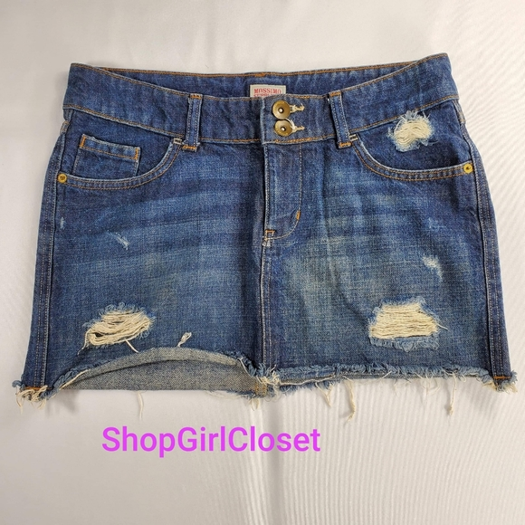 💥Just In💥Mossimo Distressed Skirt..Size 7
